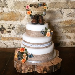 Kaye and Chris's Autumnal/Outdoors/Hiking Themed Wedding Cake